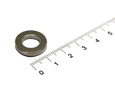 18x3 met boring van 10 mm vernikkeld N35