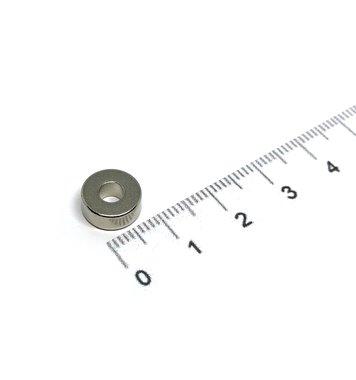 10x4 met boring van 4 mm vernikkeld N35
