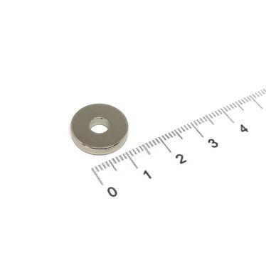 15x3 met boring van 5 mm vernikkeld N35
